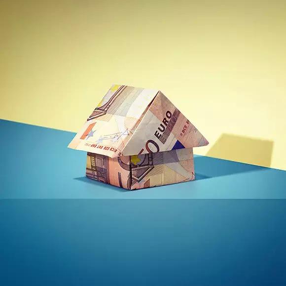 银行设计一套系列海报,用简单的折纸形式,告诉人们钱的用途确实不少